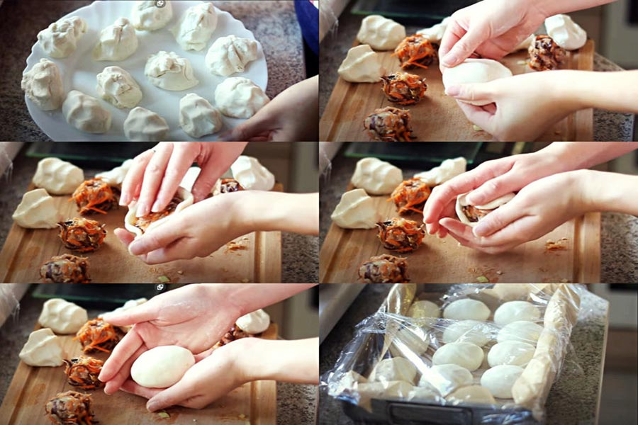 Đặt nhân bánh cam vào giữa bột đã dàn đều. Sau đó vo tròn từng viên