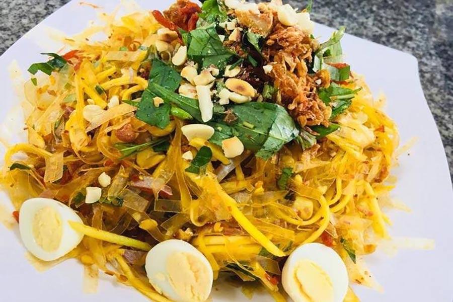 Bánh tráng trộn Tây Ninh vàng ươm