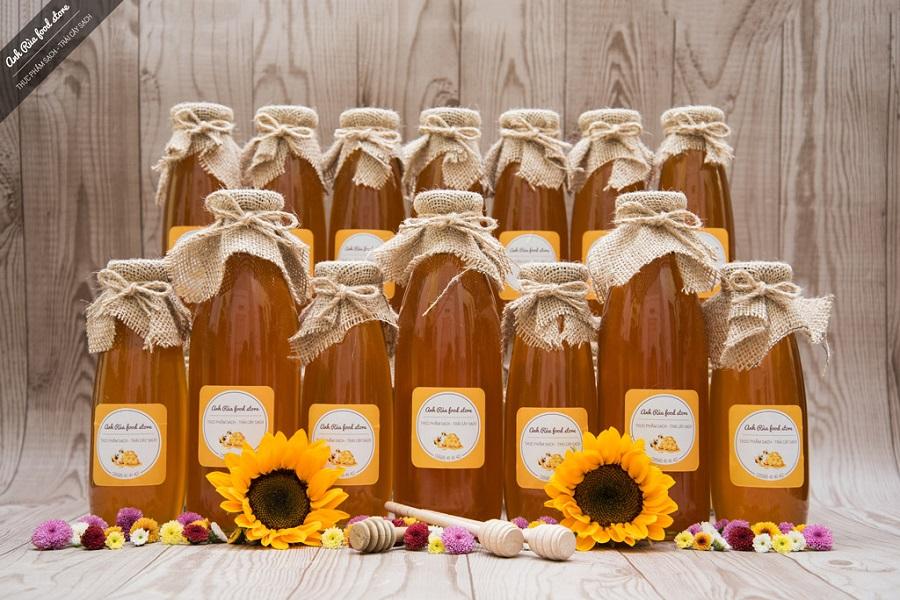 Chai thủy tinh sạch sẽ, khong mùi sẽ bảo quản mật ong được lâu