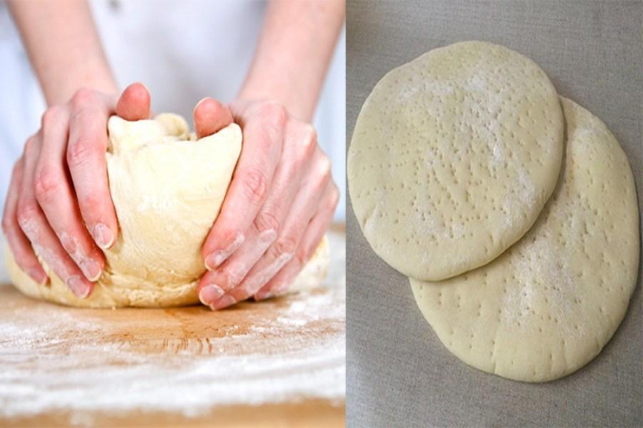 Nhào bột bằng tay, sao cho bột mịn, không dính tay và có hình tròn (bên phải)