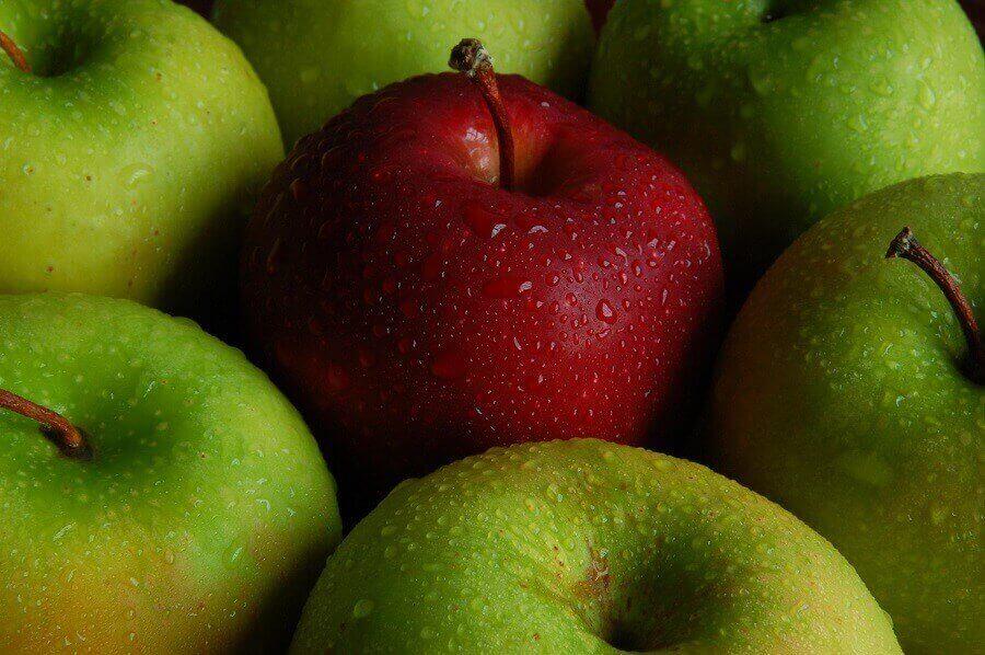 Quả táo còn ướt