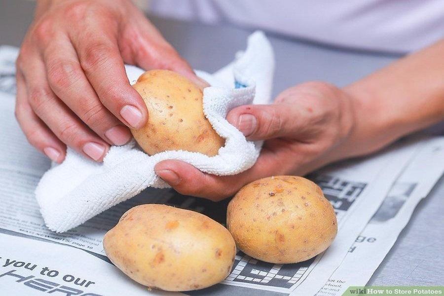 Không rửa khoai tây rước khi bảo quản