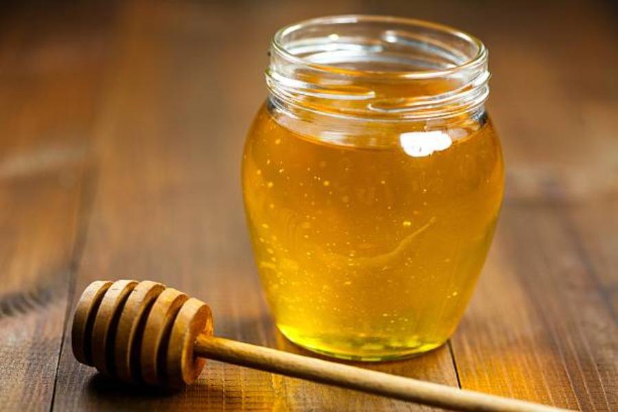 Hũ mật ong vàng tươi sóng sánh