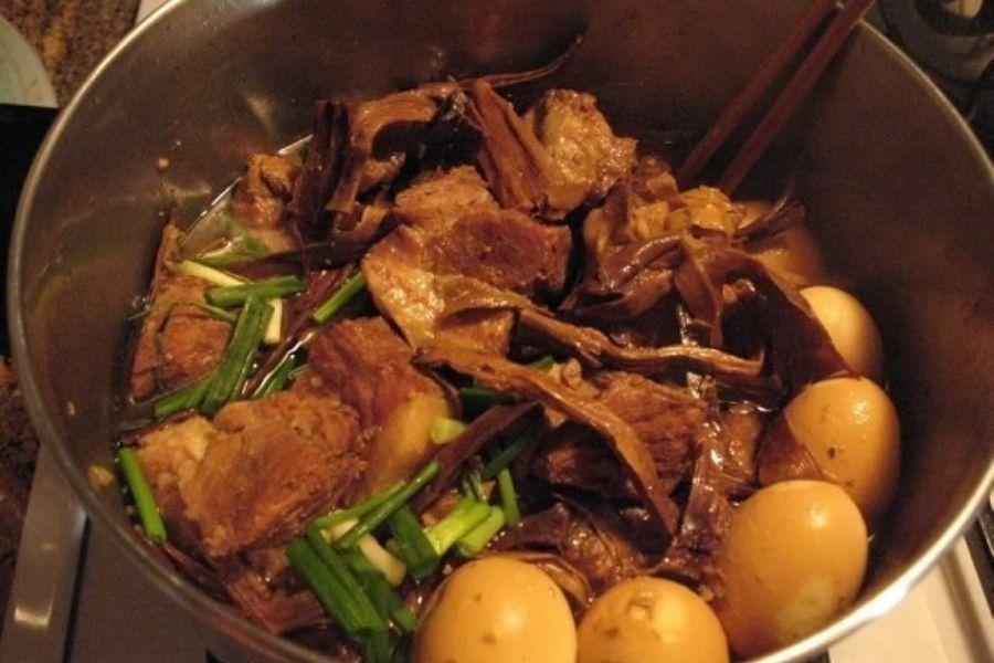 măng khô kho thịt món ăn đơn giản