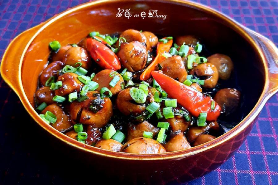 Nấm rơm kho có hương vị rất ngon, bắt mắt