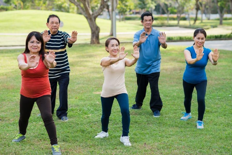 Táo bón ở người cao tuổi có thể được ngăn ngừa nhờ hoạt động thể chất đều đặn