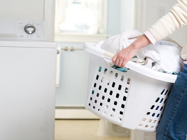 vệ sinh chăn ga để khử mùi hôi cho nệm