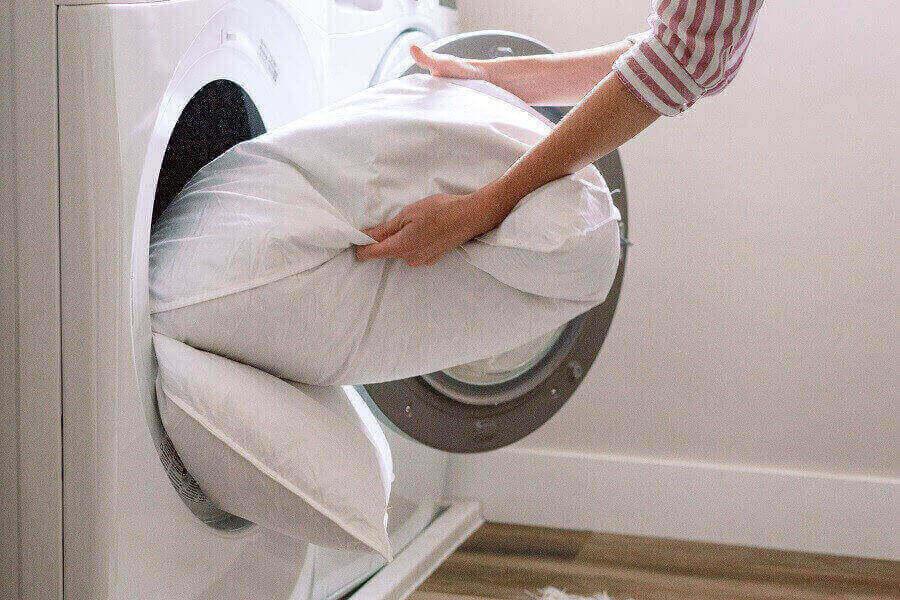 Giặt gối tựa lưng bằng máy giặt
