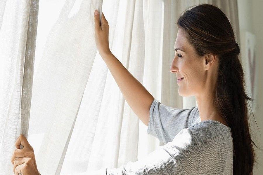 Kiểm tra và vệ sinh rèm cửa thường xuyên