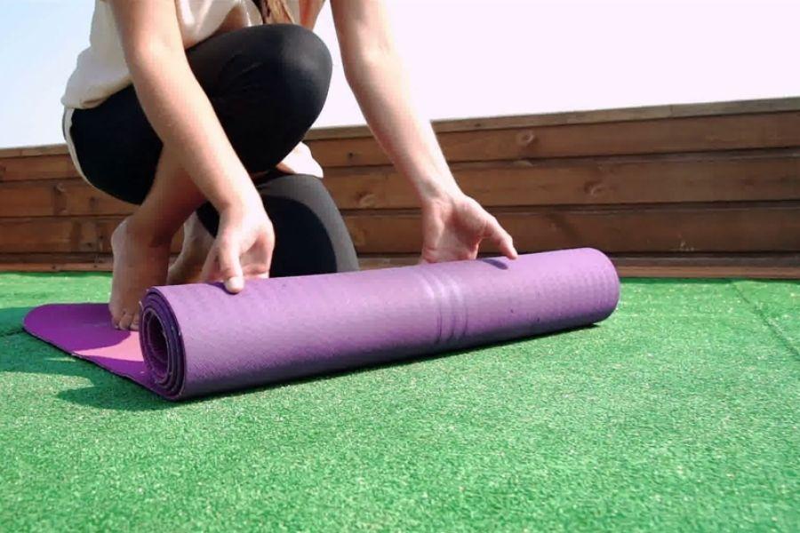 cách vệ sinh và bảo quản thảm ạp yoga