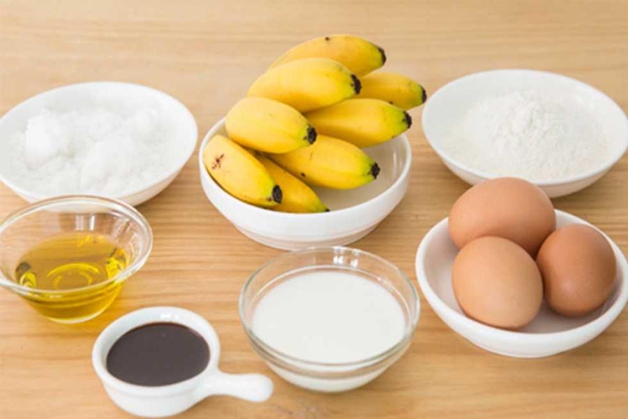 Nguyên liệu làm bánh crepe: chuối sứ, trứng gà ta, đường, bột mì,...