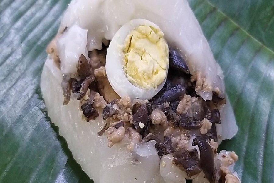 Bánh giò với nhân thịt, trứng cút hấp dẫn
