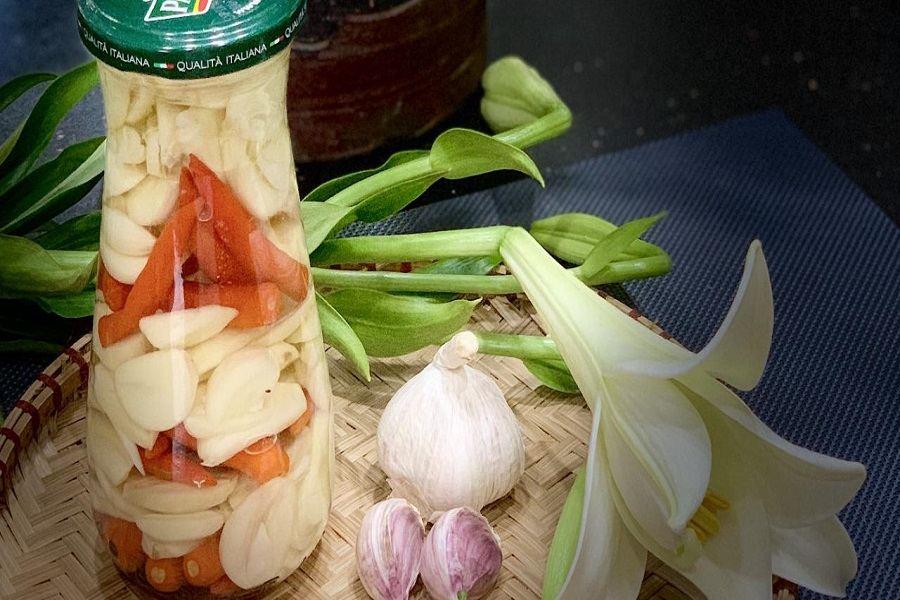 cách bảo quản tỏi ngâm với giấm táo và ớt