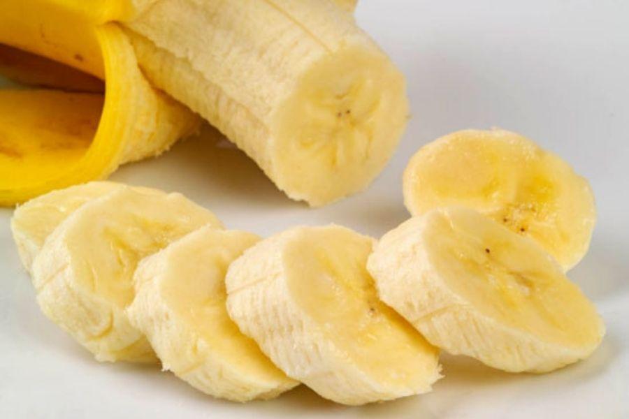 ruột chuối ngon có màu hơi vàng