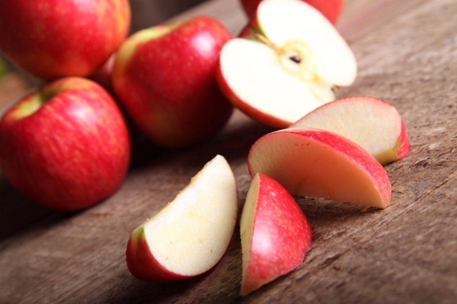 cách chọn táo ngon dựa vào độ giòn