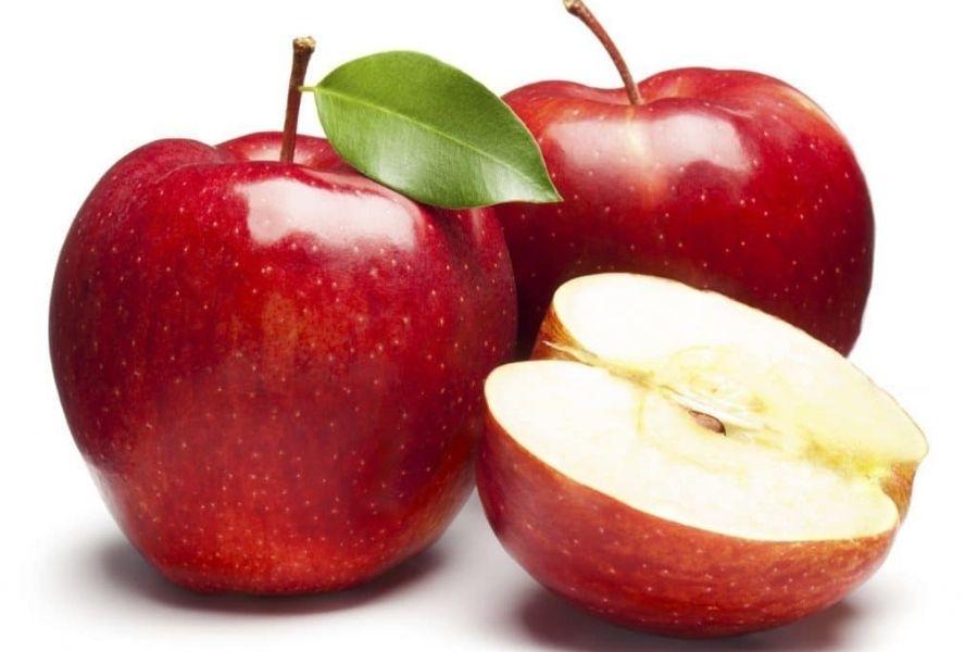 quả táo được bổ đôi