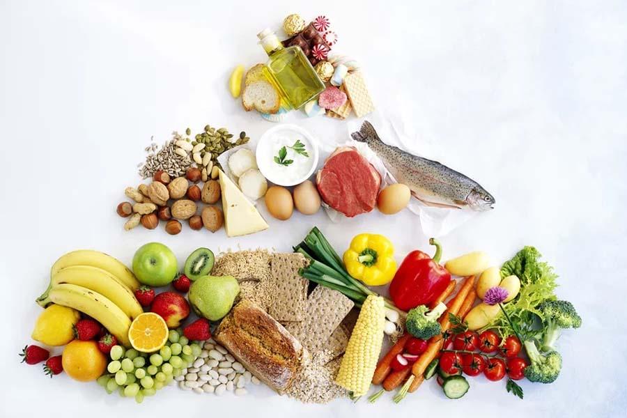 Cho trẻ ăn đầy đủ chất dinh dưỡng