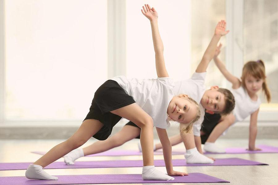 Cho trẻ tập thể dục để tăng cường sức đề kháng