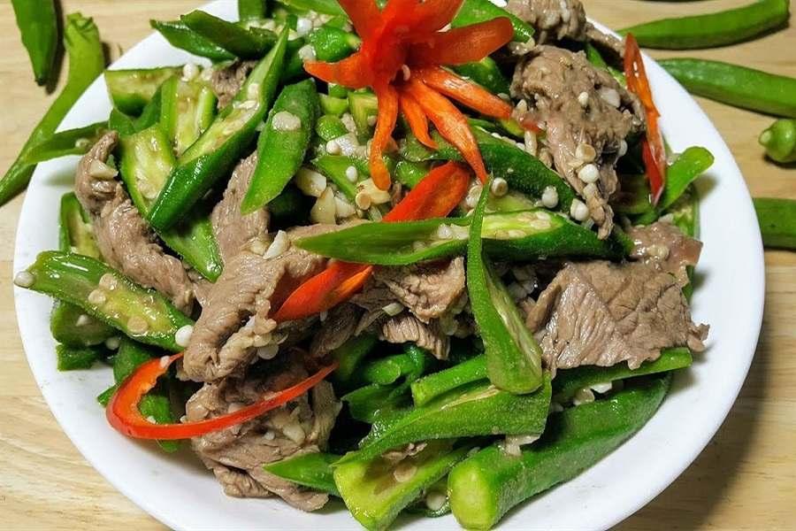Dĩa đậu bắp xào với thịt bò