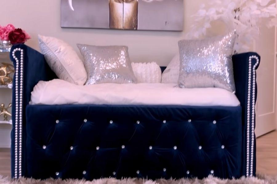 Ghế sofa bằng bìa cát tông hoàn chỉnh