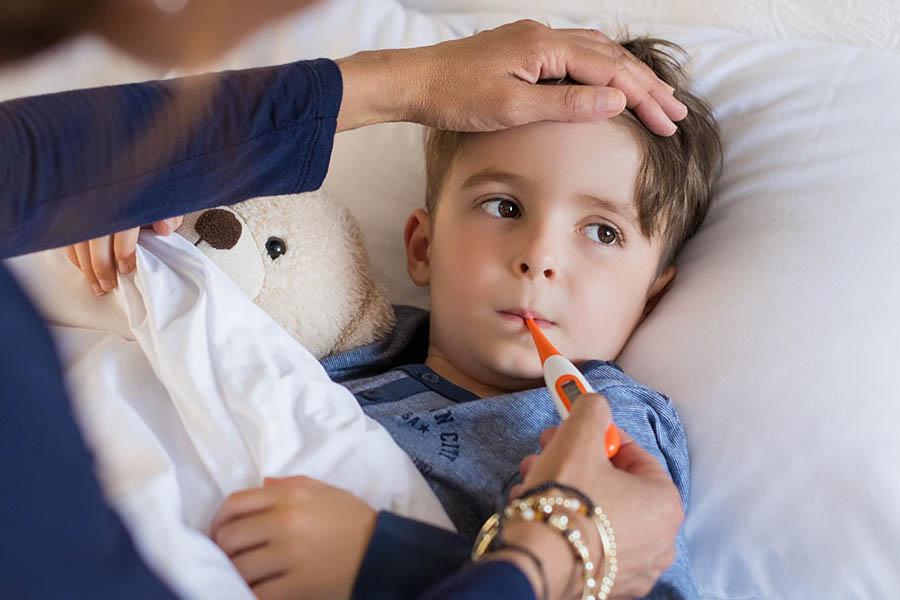 Hạ sốt cho trẻ đúng cách