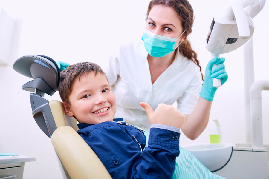 Cho trẻ khám sức khỏe răng miệng định kỳ
