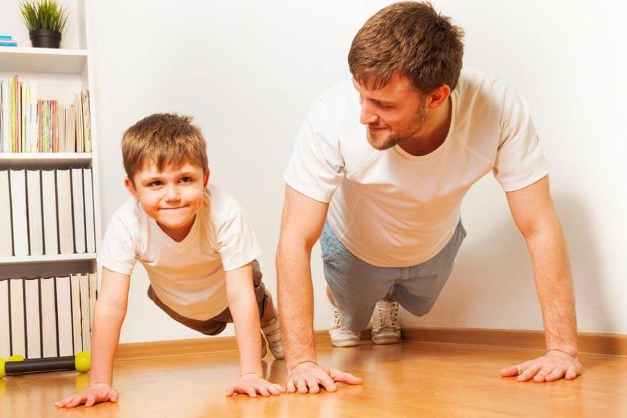 Khuyến khích trẻ tập thể dục ở nhà đều đặn trong mùa dịch
