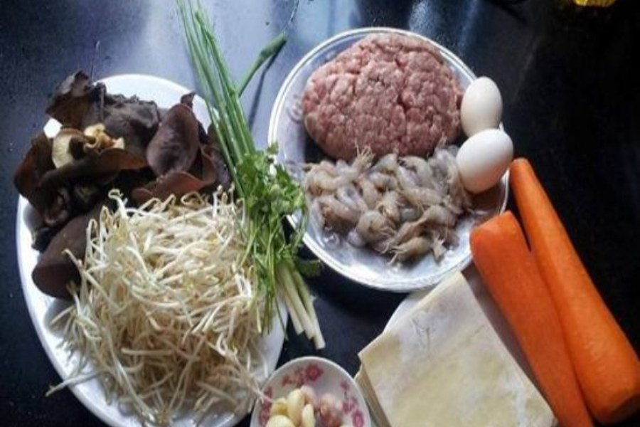 Thịt xay, mộc nhĩ, cà rốt, bơ, hành lá, trứng gà,...