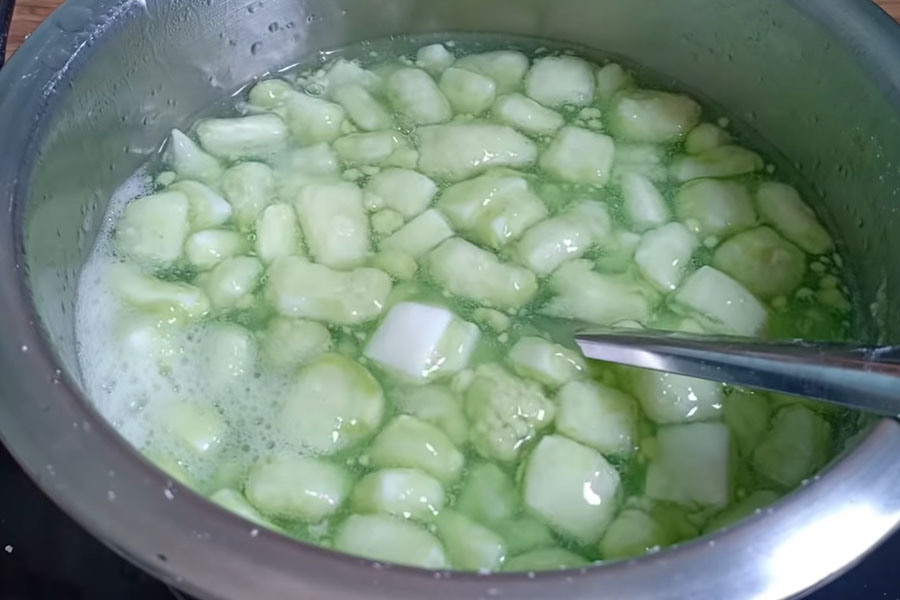 Nấu cơm dừa chè thạch xanh