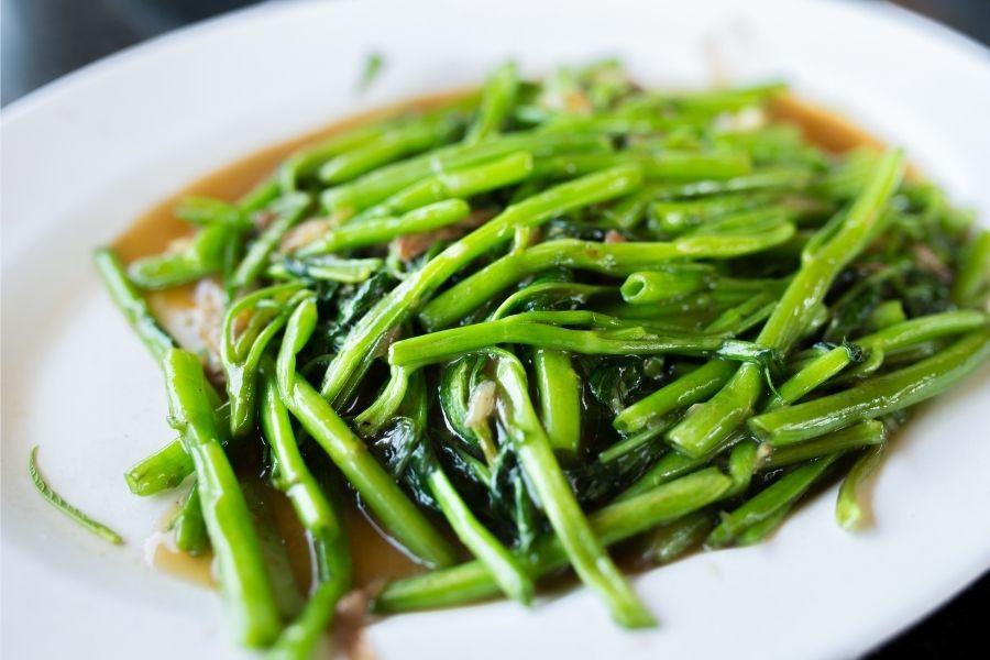 Rau muống xào, ăn rau muống mang lại nhiều lợi ích sức khỏe