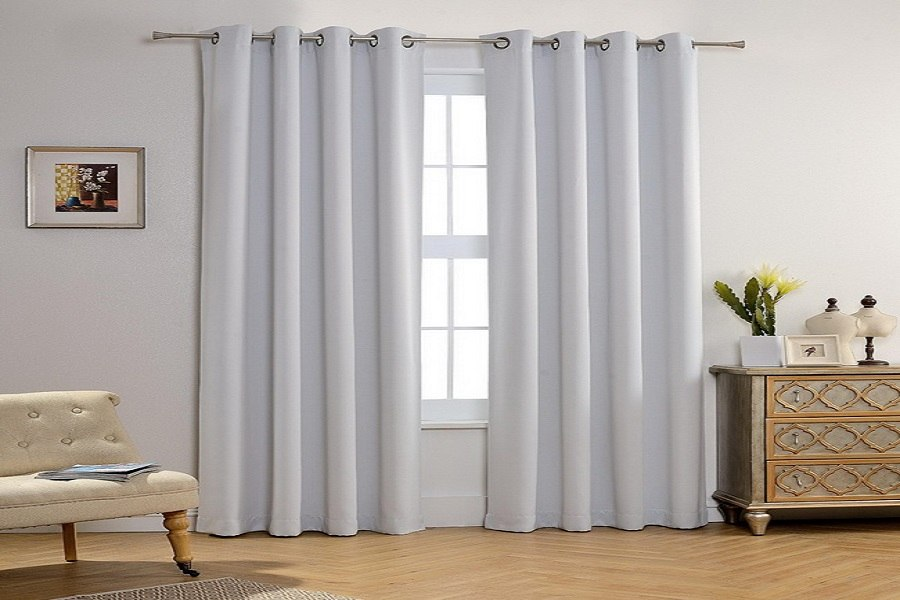 Chọn rèm cửa có chất liệu đủ dày và rộng, treo rèm lên cao