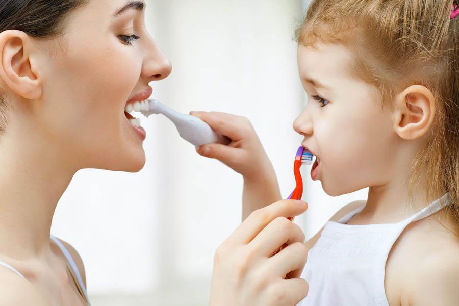 Tạo hứng thú khi đánh răng cho trẻ