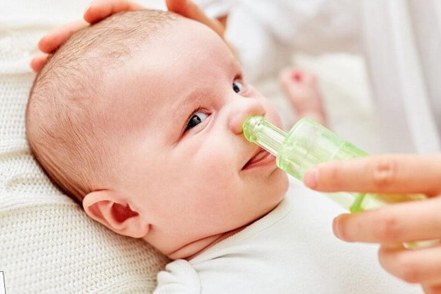 Phụ nên thường xuyên vệ sinh mũi họng cho trẻ