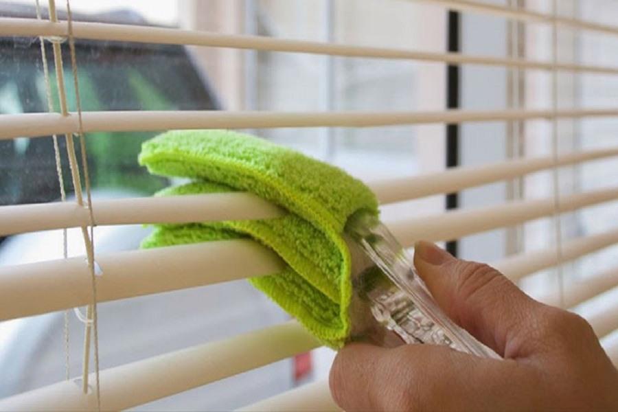 lau chùi vệ sinh rèm cửa thường xuyên