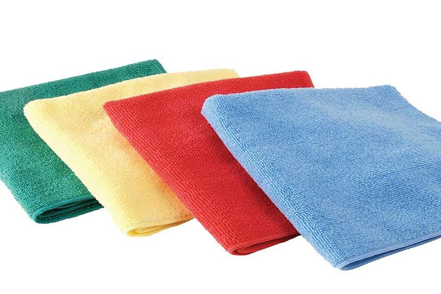 Lau chùi rèm bằng khăn ẩm lông mềm