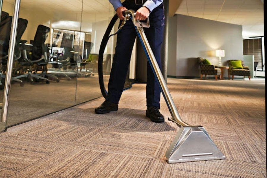 tẩy vết bụi bẩn trên bề mặt thảm xốp