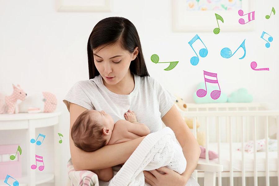 Cho trẻ nghe các bài hát, giai điệu vui tươi