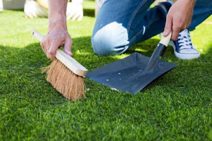 hướng dẫn cách vệ sinh thảm cỏ nhân tạo